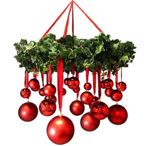 Julkrans med hängade dekor